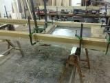 lavori in corso dentro la falegnameria